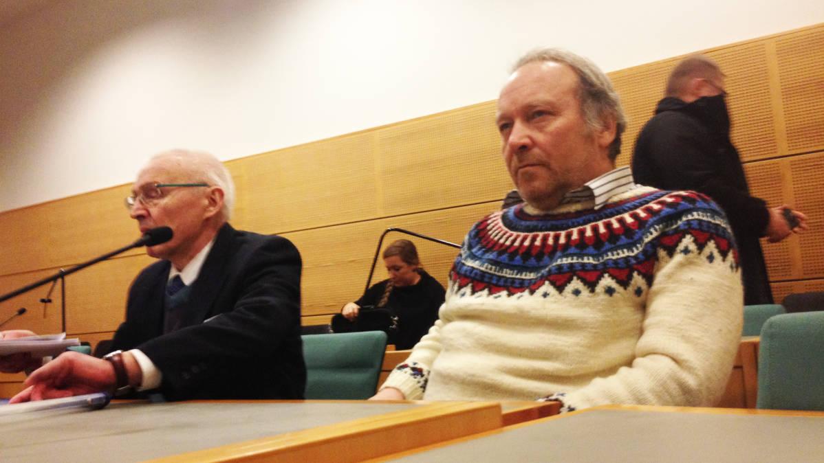 Perussuomalaisten kansanedustaja Teuvo Hakkarainen oikeudessa.