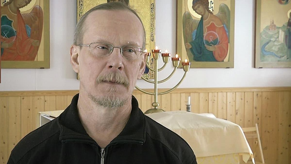Ortodoksipappi sanoi selibaatille ei - ja menetti työnsä
