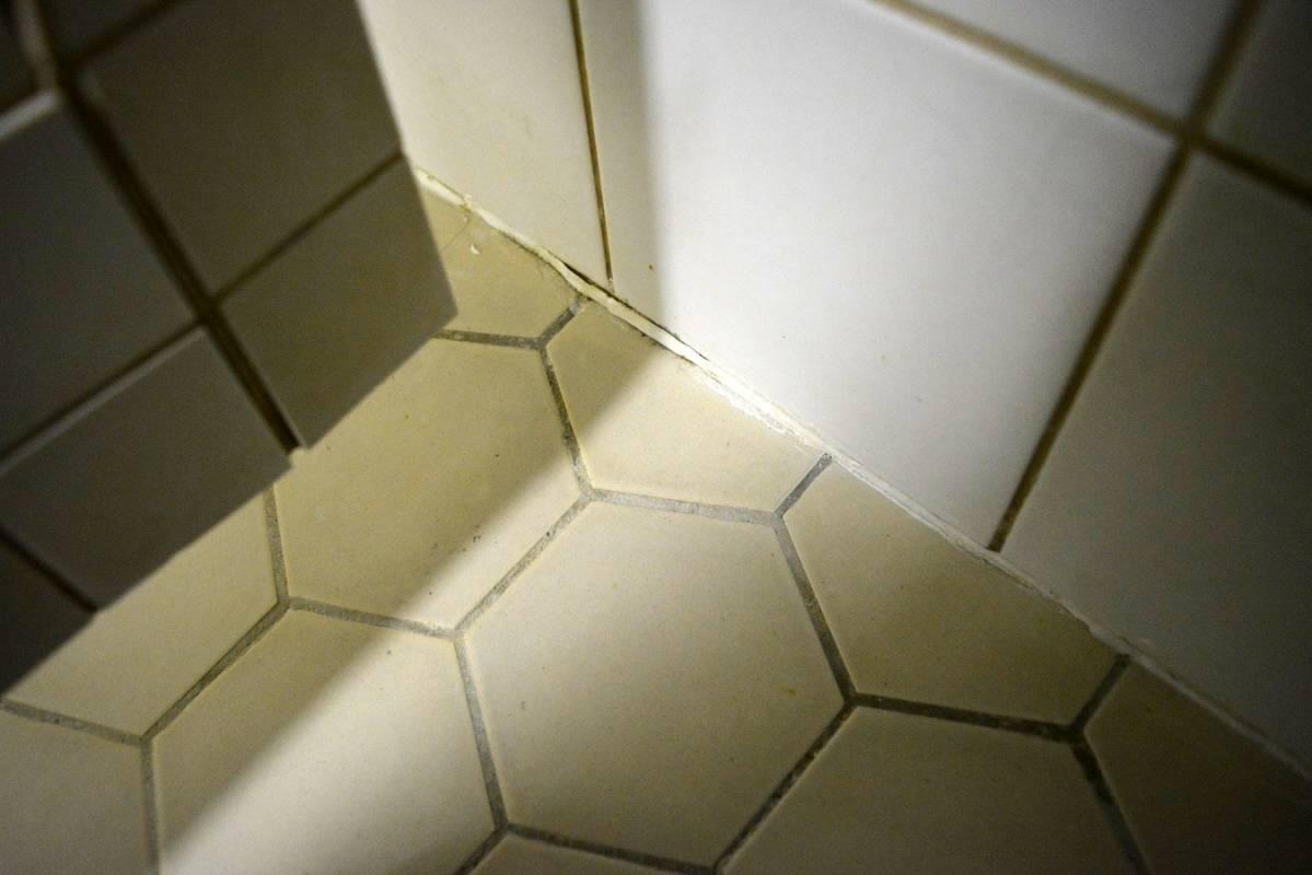 Kylpyhuoneen silikonit homeessa