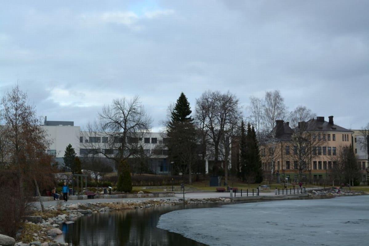 Savonia-ammattikorkeakoulu tarjoaa tiloja hätämajoitukseen Kuopiossa