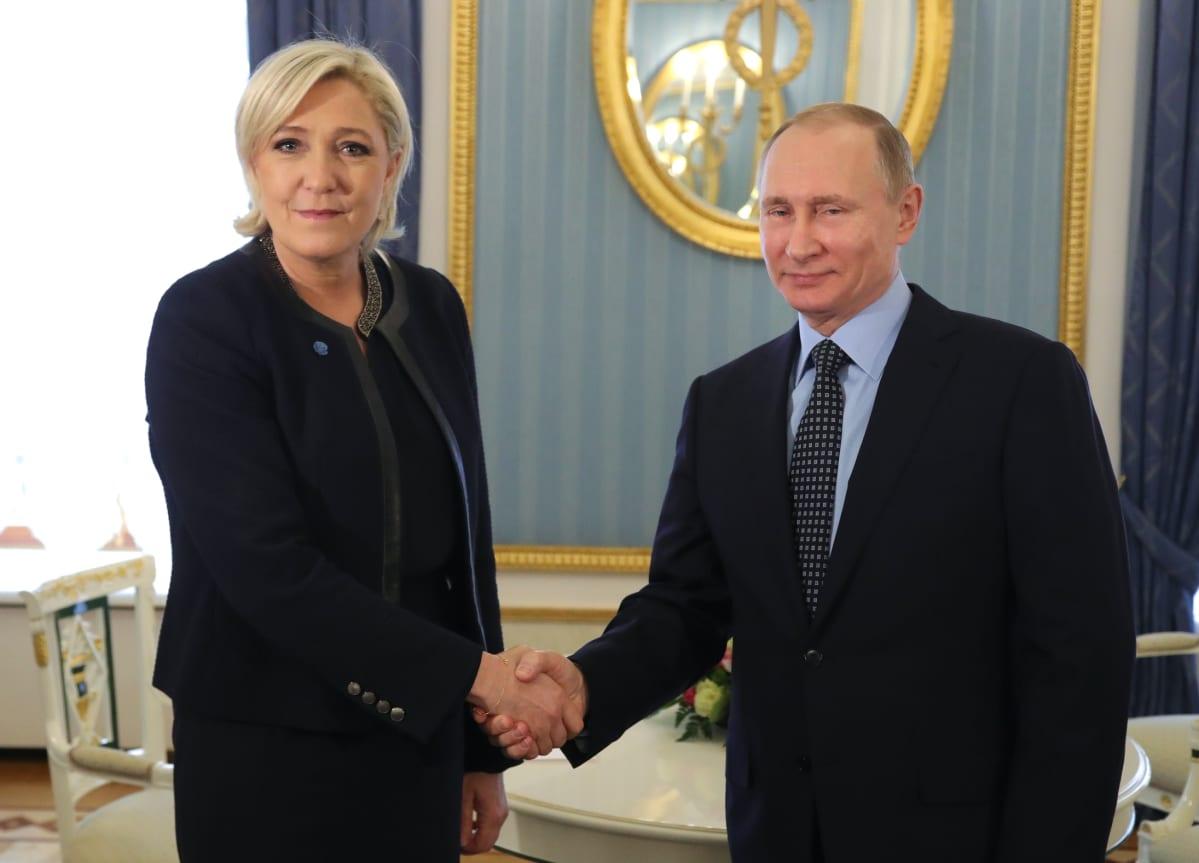 Analyysi: Brysselissä huokaistiin helpotuksesta kun Macron meni jatkoon