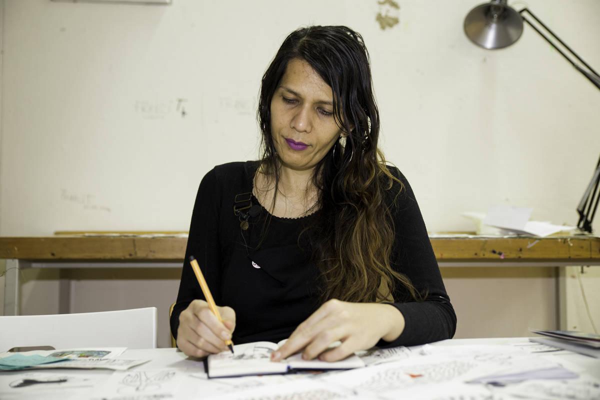 Malesialainen taiteilija Shieko Reto.