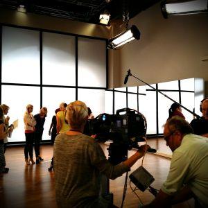 Kuvaukset Uusi päivä -studiolla.