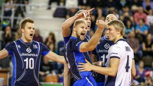 Suomen lentopallomaajoukkue selviytyi MM-kisoihin voittamalla oman karsintalohkonsa puhtaalla pelillä tammikuun alussa Popradissa, Slovakiassa.