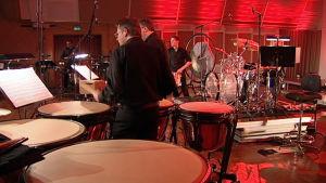 Norjan radio-orkesterin perkussiokokoonpano esittää Christopher Rousen teosta Bonham