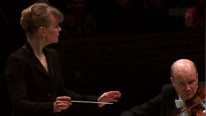 Susanna Mälkki johtaa Helsingin kaupunginorkesteria 4.2.2016