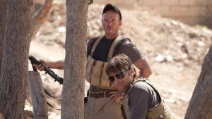 Mark Womack ja John Bishop elokuvassa Route Irish