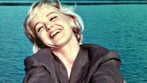 Elina Salo elokuvassa Yö vai päivä (1962).