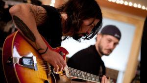 Dave Grohl ohjaamassaan dokumentissa Sound City