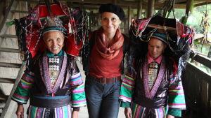 Françoise Spiekermeier ja yao-naisia Kiinassa ohjelmassa Kauniit ihmiset