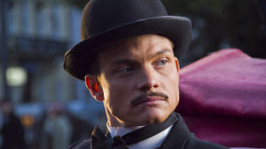 Miša Japontšik (Jevgeni Tkatšuk) sarjassa Odessan kummisetä