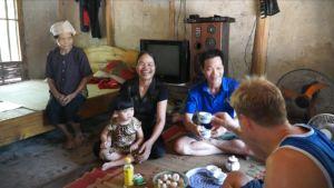 Toimittaja Risto Kuusisto tutustui pohjoisvietnamilaiseen perheeseen.
