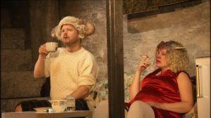 Maaseudun tulevaisuus -näytelmässä Juha Variksen panopässi Oxford Down ja Sari Puumalaisen Hattara