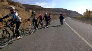 Right to Ride joukkue pyöräilee Bamyanissa