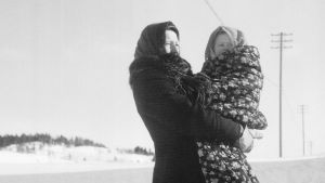 Nainen ja vauva talvisodan aikana