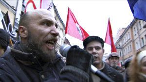 dokumentin päähenkilö mielenosoituksessa