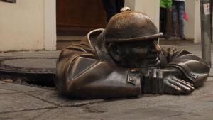 Katutaidetta Bratislavan vanhan kaupungin kävelykadulla