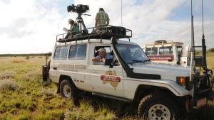 Tony Robinson maastoautossa sarjassa Brittien jäljillä Australiassa