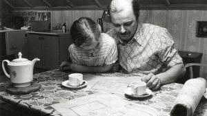 Paavo Pentikäinen ja Irma Martinkauppi elokuvassa Jouluksi kotiin.