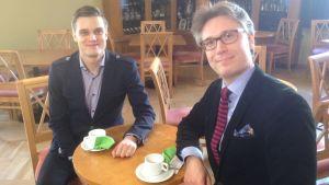 Janne Koskinen haastattelee säveltäjä Sauli Zinovjevia Stradassa.