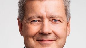 Henkilökuva, Lauri Kivinen katsoo kohti