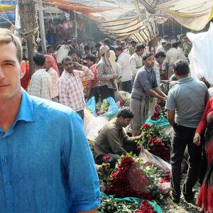 Dan Snow torilla Kolkatassa