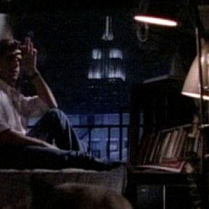 Kuvakaappaus musiikkivideolta.