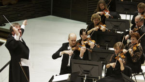 Helsingin kaupunginorkesteri konsertoi John Storgårdsin johdolla 2013.