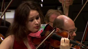 Viulutaiteilija Patricia Kopatchinskaja Radion sinfoniaorkesterin solistina 30.1.2015.
