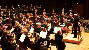 Osmo Vänskä johtaa Sinfonia Lahden konsertin Sibelius-festivaalilla 2015.