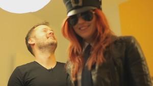 Dan och Anna-Karin skrattar