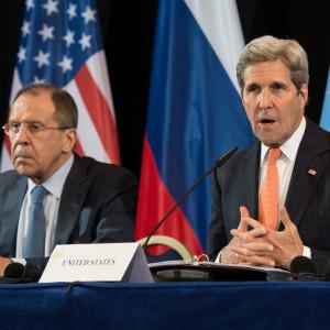 Rysslands utrikesminister Sergej Lavrov och USA:s utrikesminister John Kerry i München.