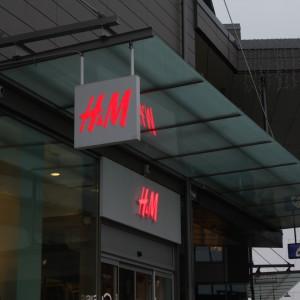 H&M skylt