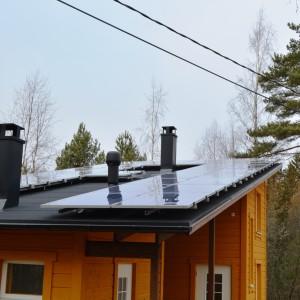 hus med solpaneler