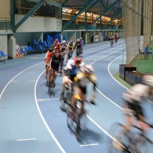 Cyklister i Botniahallen.