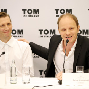 Skådespelaren Pekka Strang och regissören Dome Karukoski på pressmöte om filmen Tom of Finland.