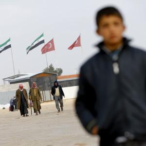 Syriska flyktingar sitter fast i tältlägret Bab al-Salam vid den stängda turkiska gränsövergången Oncupinar