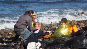 Flyktingar har kommit över till Lesbos med hjälp av smugglare