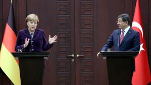 Angela Merkel och Ahmet Davutoglu i Ankara.