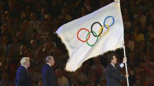 Eduardo Paes med den olympiska flaggan
