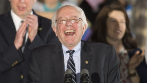 Bernie Sanders under sitt segertal efter primärvalet i New Hamshire 2016.