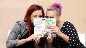 Anna-Karin Siegfrids och Catzo Salo har läst nyaste boken av John Greene.