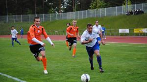 LoPas Mehdi Kuqi är steget före BK-backen Marko Heino.