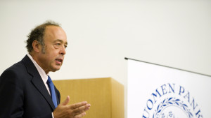 IMF:s delegationsledaren Lorenzo Figliuoli presenterar IMF:s syn på den finska ekonomin