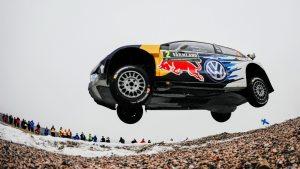 Jari-Matti Latvala i elden vid Svenska Rallyt 2016.