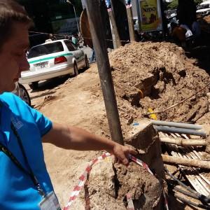 Kent Strand från Hifab förevisar biståndsprojekt att förbättra det tanzaniaska elnätet i Dar es Salaam