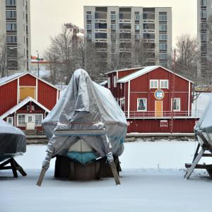 Båtar i vinterförvar på Smulterön i Vasa.