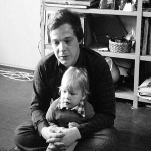 Fotografen Johannes Runberg tillsammans med sitt barn på 70-talet.