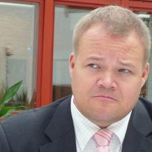 Janne Pesonen leder Samlingspartiet i Helsingfors.