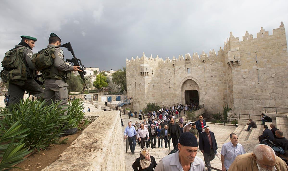 Israelin pääministeri: Palestiinalaishyökkääjien sukulaisia voitaisiin karkottaa Gazaan | Yle ...